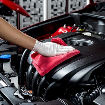 How to Clean an Engine Using Degreasers