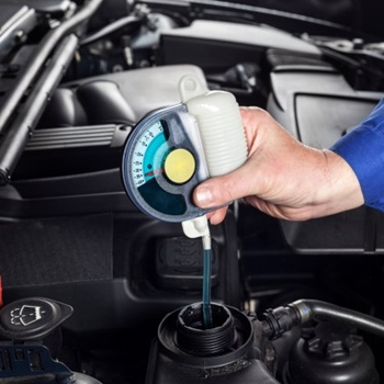 How to Tell if it's the Right Time to Change the Antifreeze in Your Car
