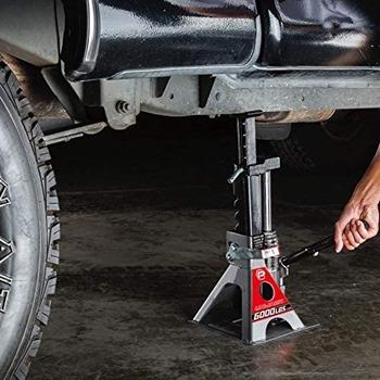 Types of Floor Jacks for Lifted Trucks